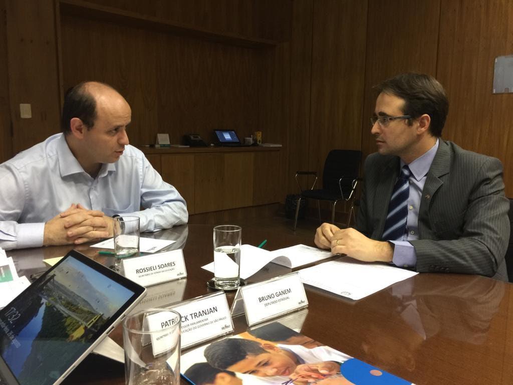 Imagem feita durante reunião com o Secretário.