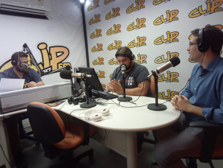 Ganem durante entrevista na Clip FM